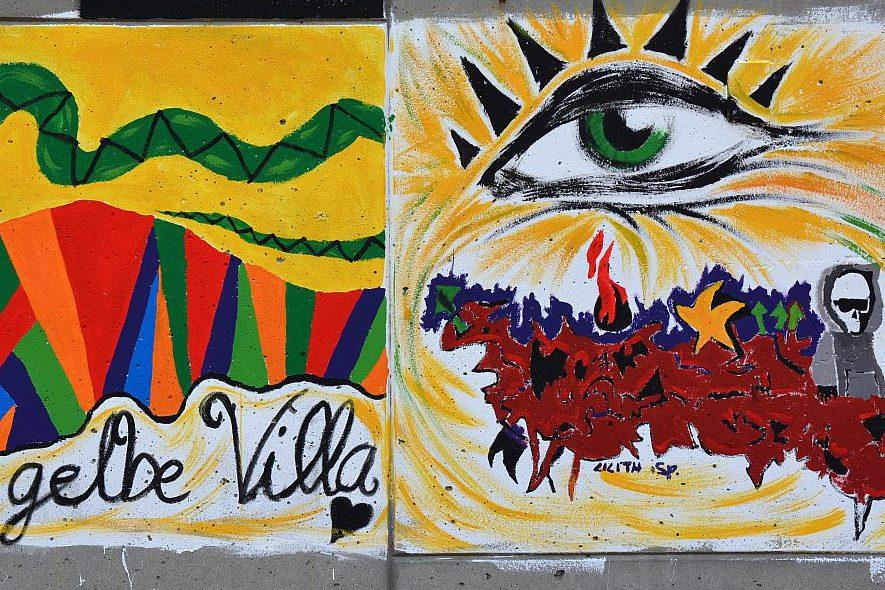 Wandbemalung vor der gelben Villa